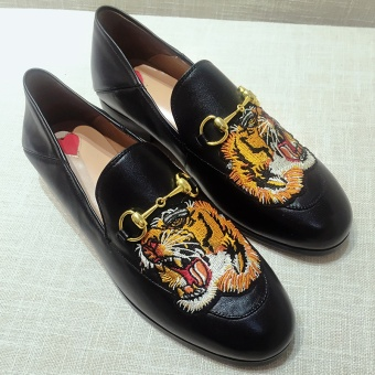 Lok Fu shoes Korean-style embroidery female New style shallow mouth flat shoes Shoes (Tiger)