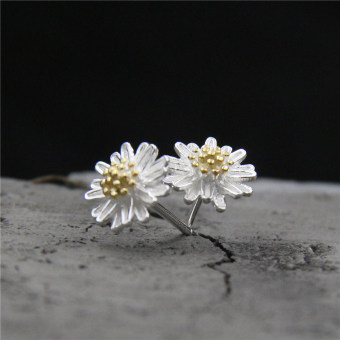 Cute silver 925 sterling silver small Daisy stud