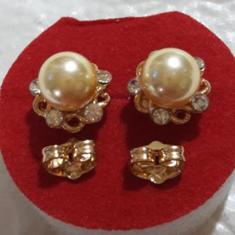 Korean Flower crystal Earring with Good luck yellow charm Pearl hypoallergenic