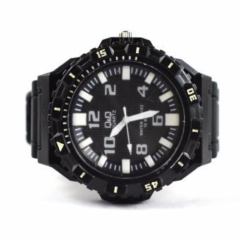 Q&Q Men's Rubber Strap Watch (Black) .
