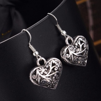 Retro Hollow Carved Heart Shape Silver Earring Vintage Lady EarStud Women Carving Design Jewelry Gift Accessories 1 Pair - intl